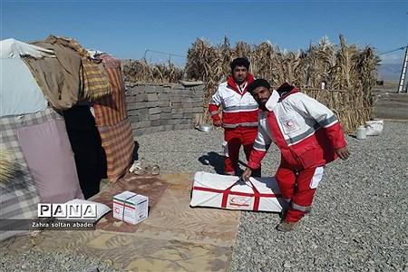 جمع آوری و بسته بندی کمک برای مناطق سیلزده؛ ایرانشهر |