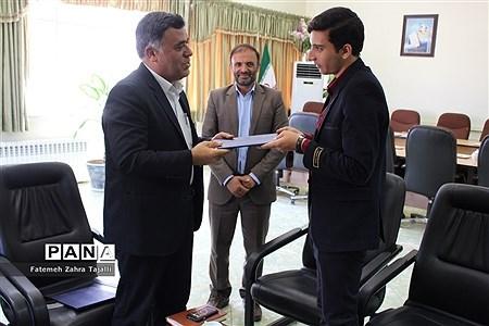 اهدای حکم مشاور مدیرکل آموزش و پرورش برای 2 نماینده مجلس دانشآموزی در استان سمنان |