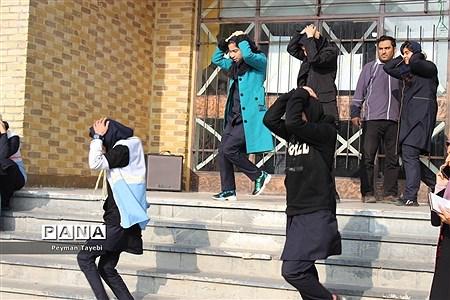 بیست و یکمین مانور سراسری زلزله در دبیرستان راه زینب سمنان |