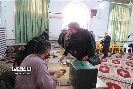بازدید استاندار گلستان از صندوق های رای شعب استان  