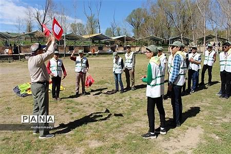 تجلیل ازمربیان پیشتازمنتخب نواحی ومناطق ۱۹ گانه و اردوی آموزشی - توجیهی اعضای تشکیلات دانشآموزی پیشتازان استان اردبیل |