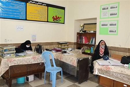 بازدید نماینده دانش آموزان سیستان و بلوچستان در مجلس دانش آموزی کشور از مدارس استان با هدف بررسی چگونگی رعایت پروتکل های بهداشتی و فاصله گذاری اجتماعی | zahra soltanabade