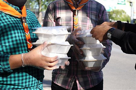 پخش غذا میان نیازمندان | Mobina Pakdaman