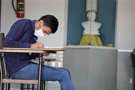 امتحانات نهایی پایه دوازدهم  با رعایت پروتکل های بهداشتی  در حوزه امتحانی دبیرستان آریو مصلی نژاد مشهد | Javad Ebrahimi