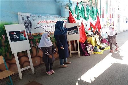 نمایشگاه یادشهدا در دبستان شایستگان فسا   narjes amirzadeh