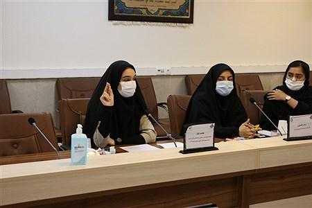 کرج (پانا)- اعضای نمایندگان دهمین دوره مجلس دانش آموزی و هیات رئیسه شورای دانش آموزی مناطق با مدیر کل آموزش و پرورش  البرز دیدار کردند.  |