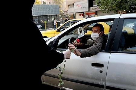 توزیع گل و ماسک در اولین روز از هفته ناجا | Bahman Sadeghi