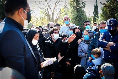 مراسم تدفین پیکر مرحوم آزاده نامداری | Behrooz Khalili