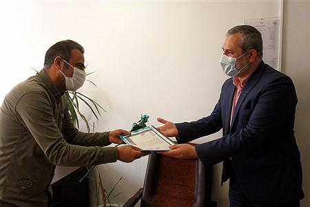 تقدیر از کارکنان سازمان داتش آموزی به مناسبت سالروز تاسیس سازمان دانش آموزی | Bahman Sadeghi