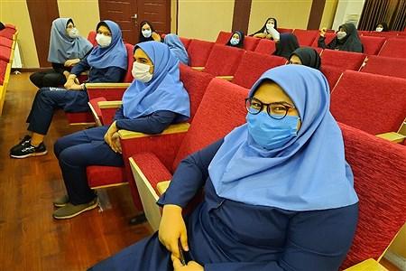 تجلیل از دانش آموزان برتر جشنواره نوجوان خوارزمی منطقه ۱۳   |