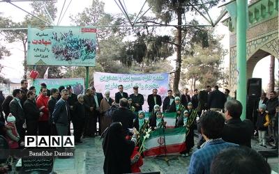 مراسم غبار روبي و عطر افشاني مزار شهداء در بخش چهاردانگه برگزار شد