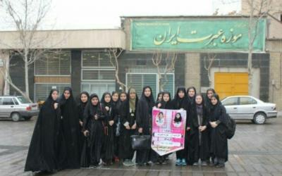 دانش آموزان دختر شهر قدس از موزه عبرت بازدید کردند