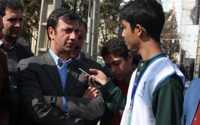 جوان و نوجوان ایرانی بر اساس تعصب و غیرت ملی اش پای انقلاب می آید