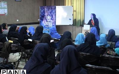 کارگاه آموزشی اصول خبرنویسی و عکاسی ویژه دانش آموزان ناحیه2 تبریز برگزار شد